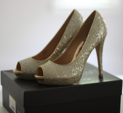 Badgley Mischka heels - Size 8 1/2 - Brand new