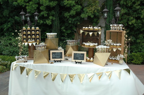 Wedding Cake Pop Display Ideas Real Weddings And Inspiration