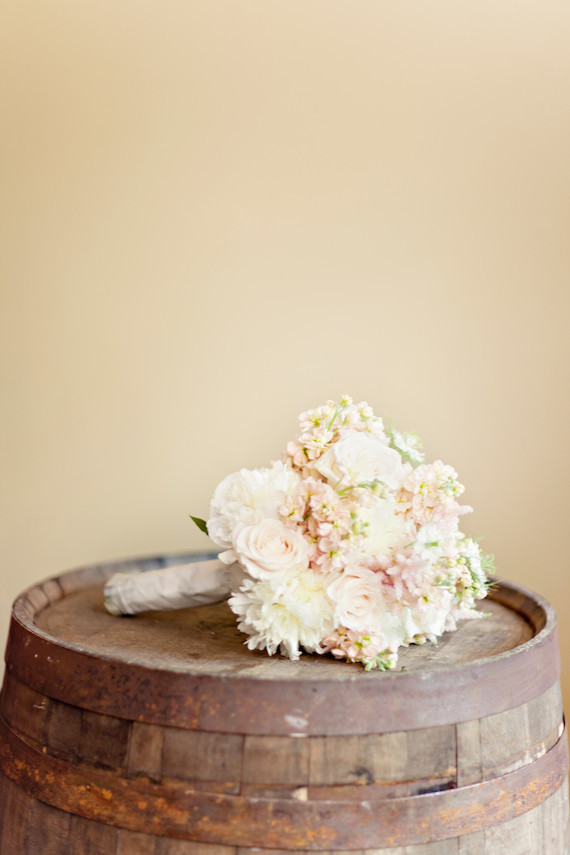 Photos by Glass Jar Photography | view wedding on blog