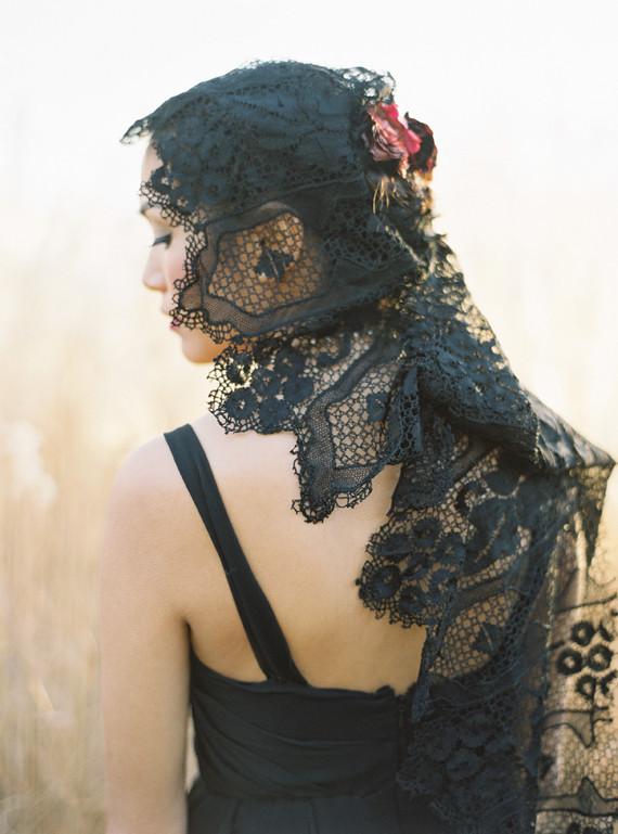 8050758b638 Black lace veil · Exotic bridal bouquet