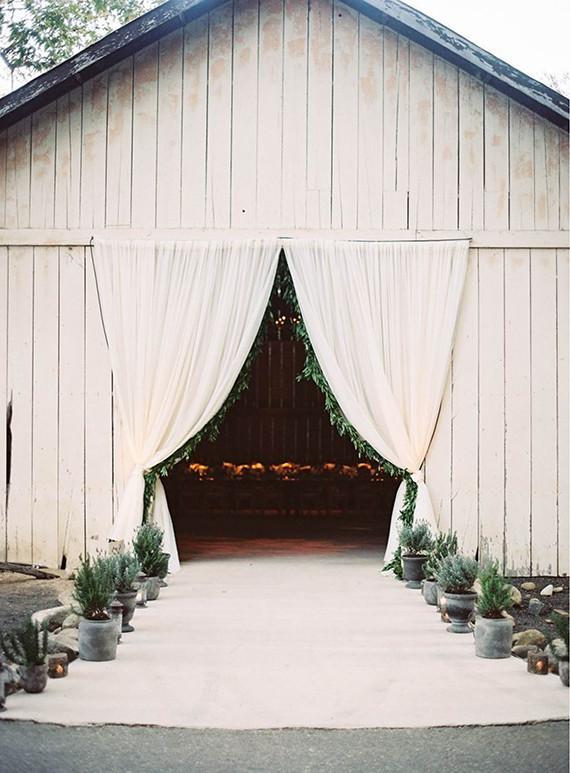 Barn Wedding Venues Rustic Barn Wedding 100 Layer Cake