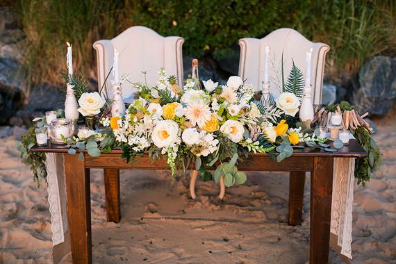 Beachside sweet heart table