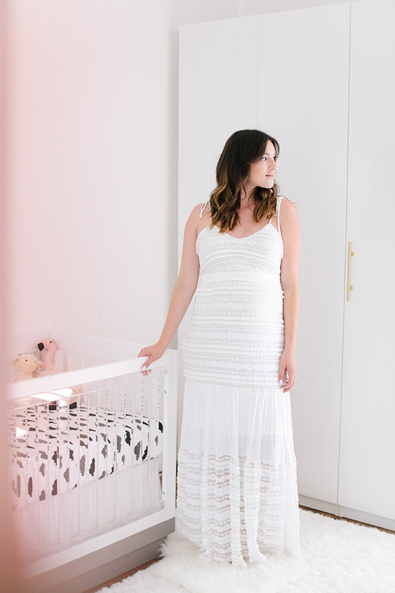 glamorous white maternity photos of Catherine