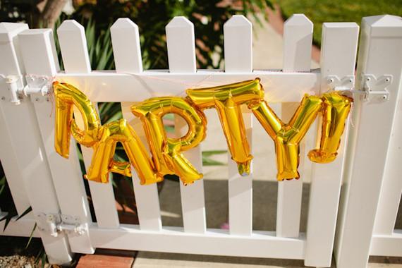 gold mylar balloons