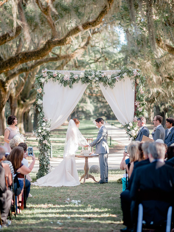 Outdoor Charleston wedding ceremony