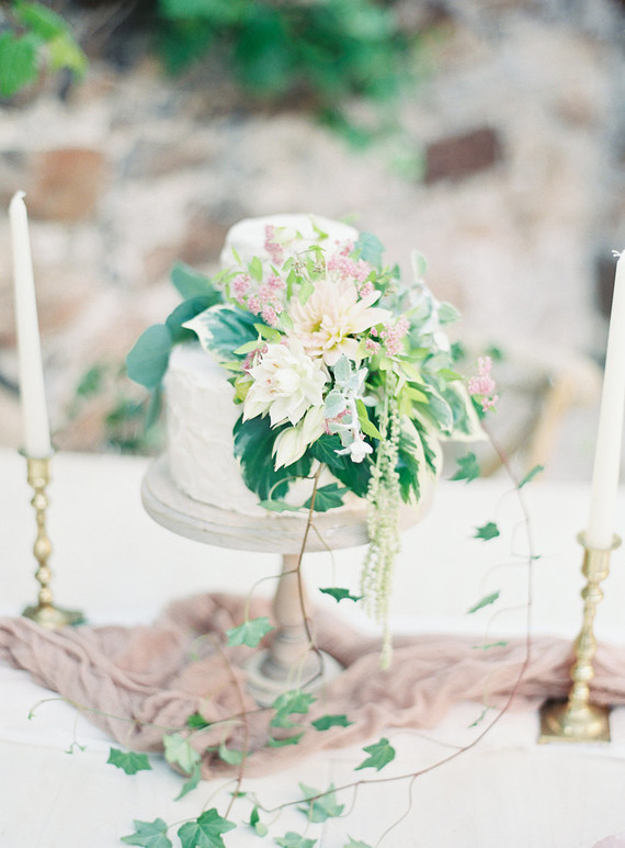petit romantic wedding cake
