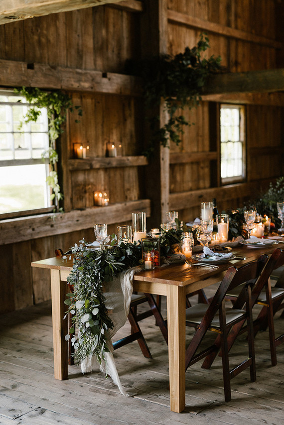 Rustic barn wedding inspiration at moody mountain farm for Decoration 3 chocolat