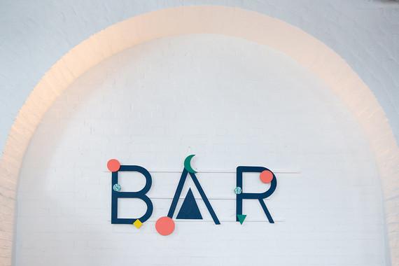 Modner bar signage
