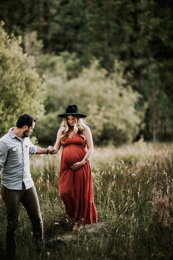 Moody bohemian maternity photos