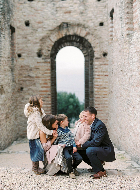 Winter family photos in Italy