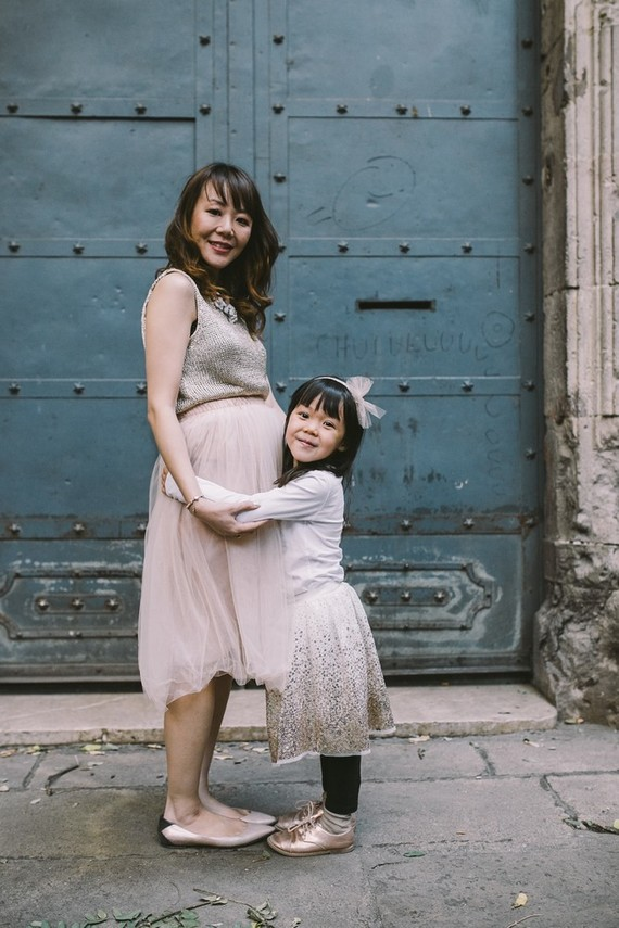 Family maternity photos in Barcelona