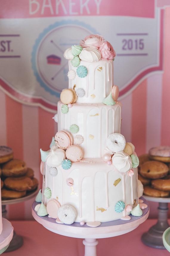 donut and macaron cake
