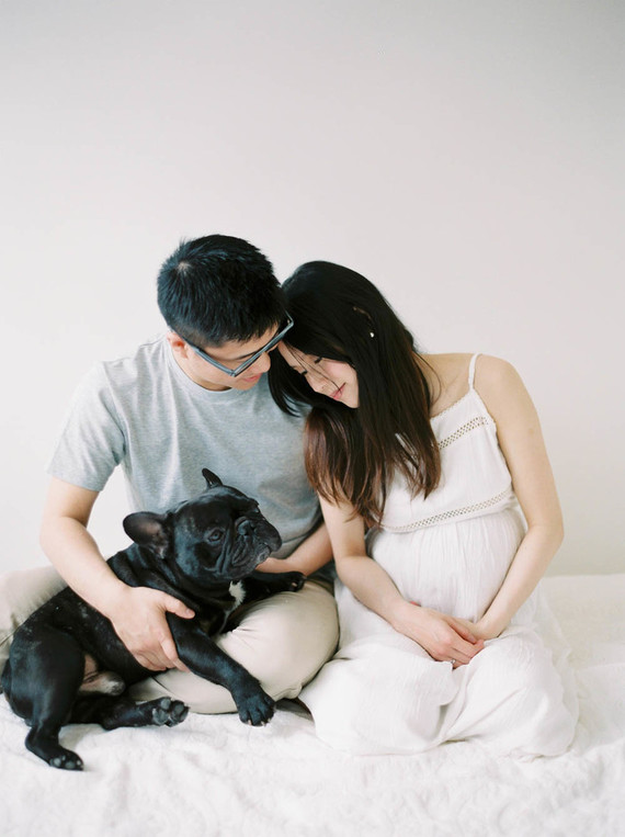 minimal spring maternity photos