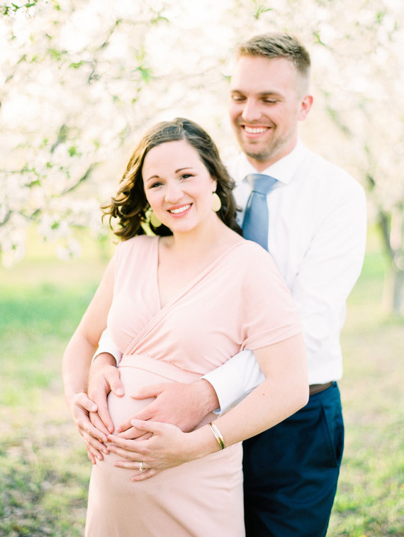 Apple blossom maternity photos