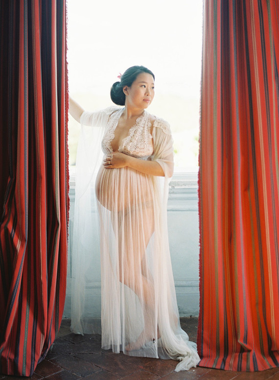 Romantic maternity photos in Italy