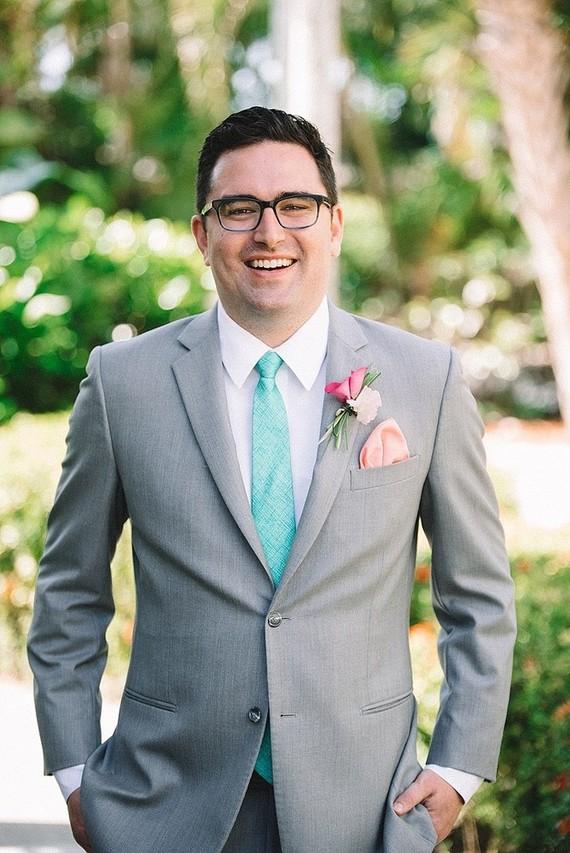 Aqua groom's tie