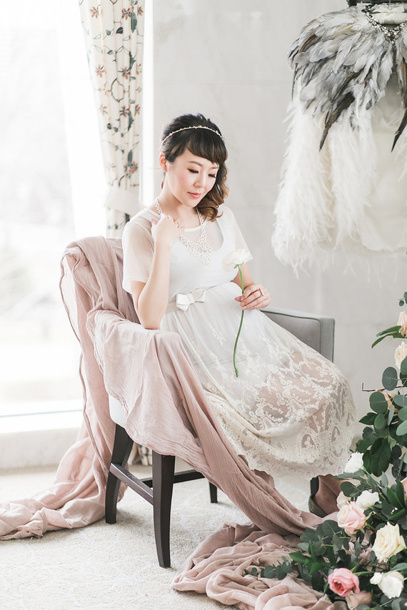 elegant, feminine styled maternity photos