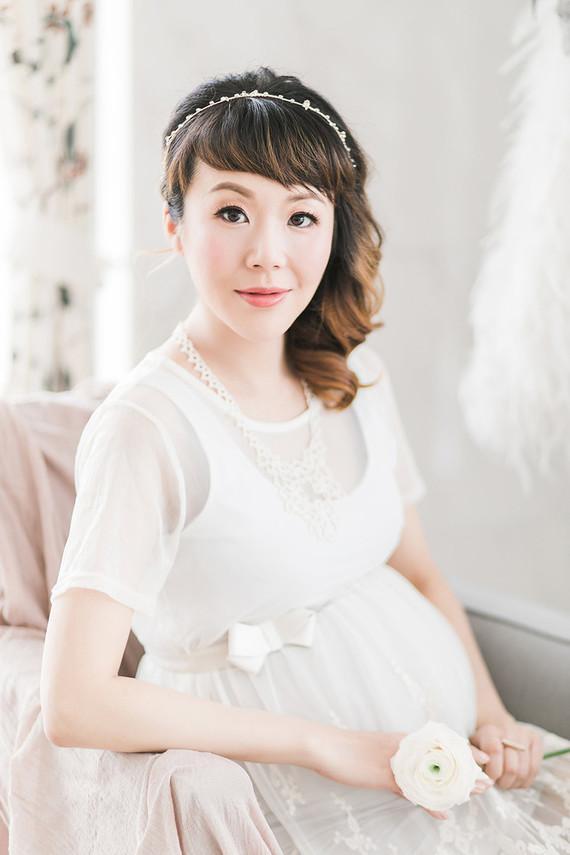 elegant, feminine styled maternity photos