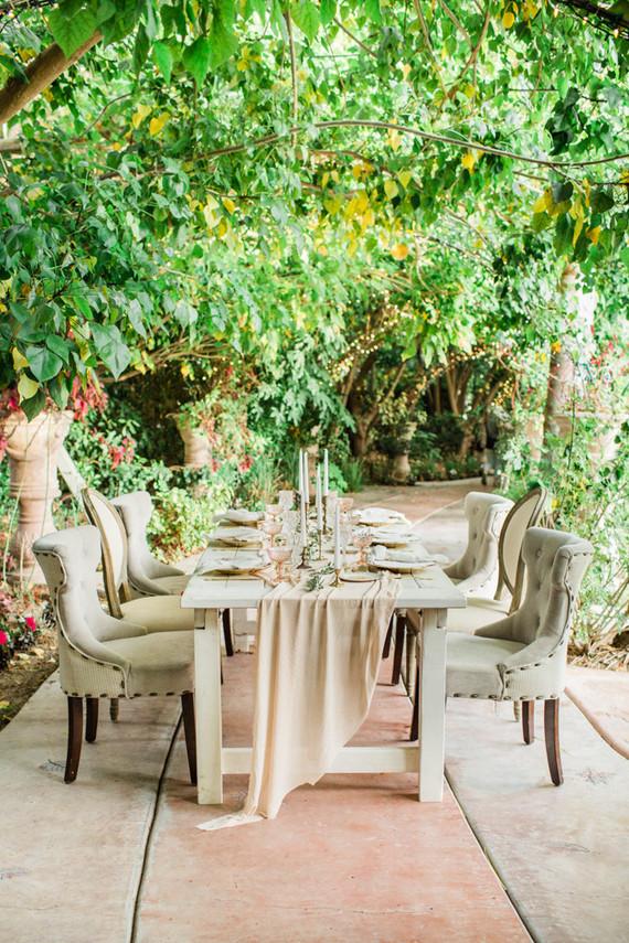 romantic neutral tablescape
