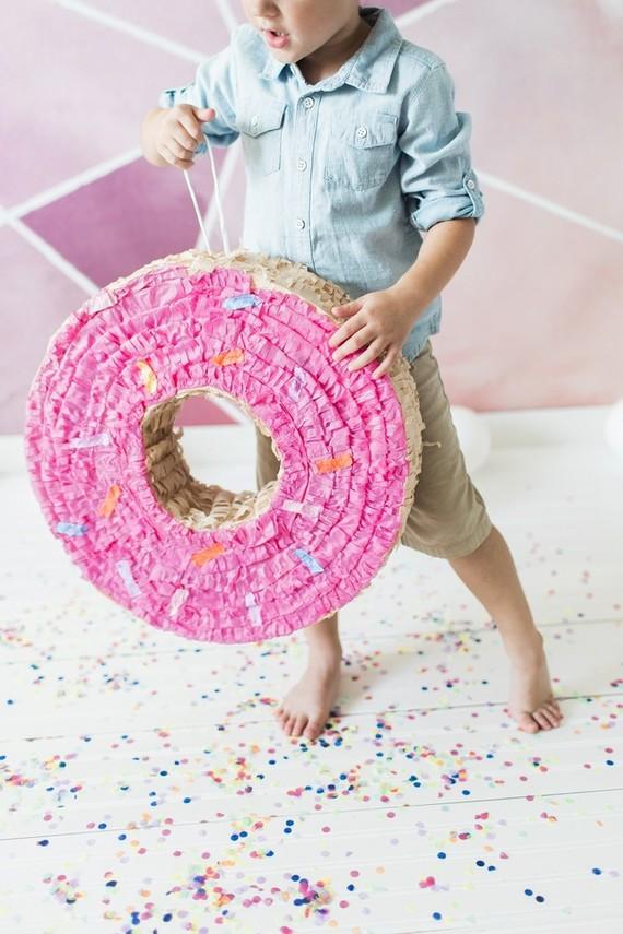donut piñata