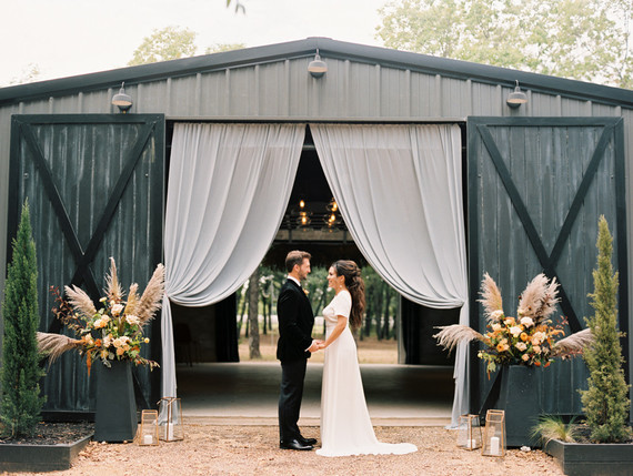 Elegant modern fall wedding ideas at The Forge in Dallas