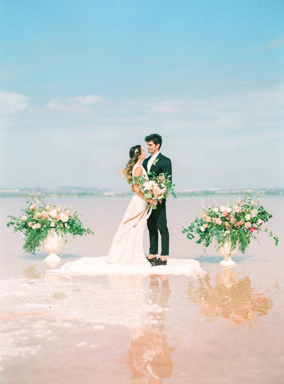 Pink elopement at La Laguna Rosa de Torrevieja in Spain