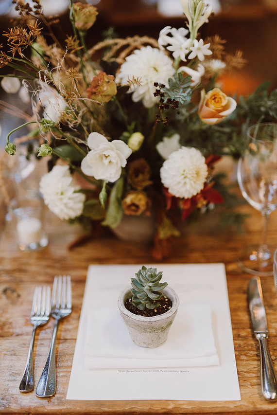 Rustic modern fall wedding florals