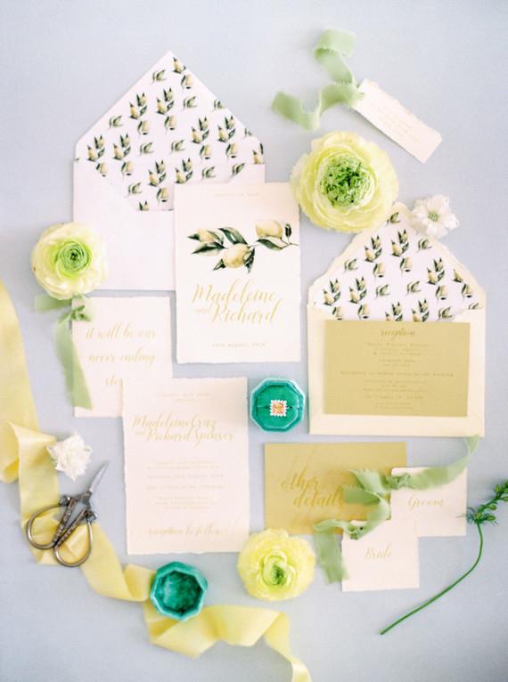 Modern summer wedding inspiration in yellow tones