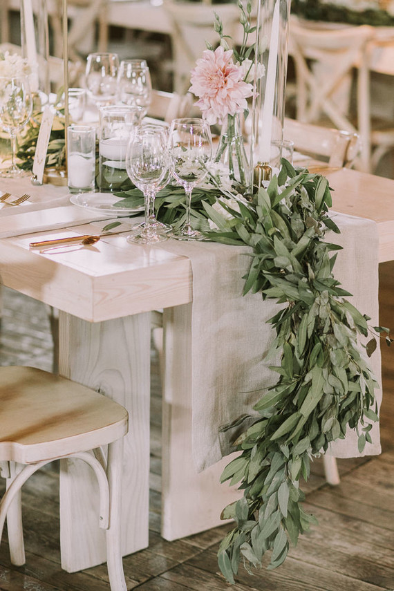 Green table garland