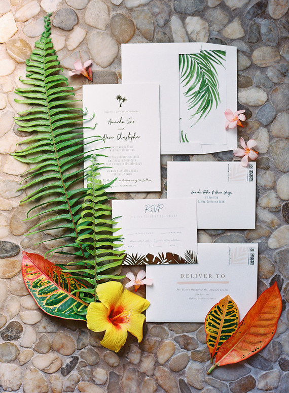 Romantic Hawaii wedding with an insanely cool dress, inspired by a Maui sunsetRomantic Hawaii wedding with an insanely cool dres