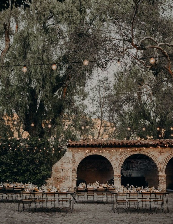 Minimal modern fall wedding at Hummingbird Nest Ranch with ALL dried flowers