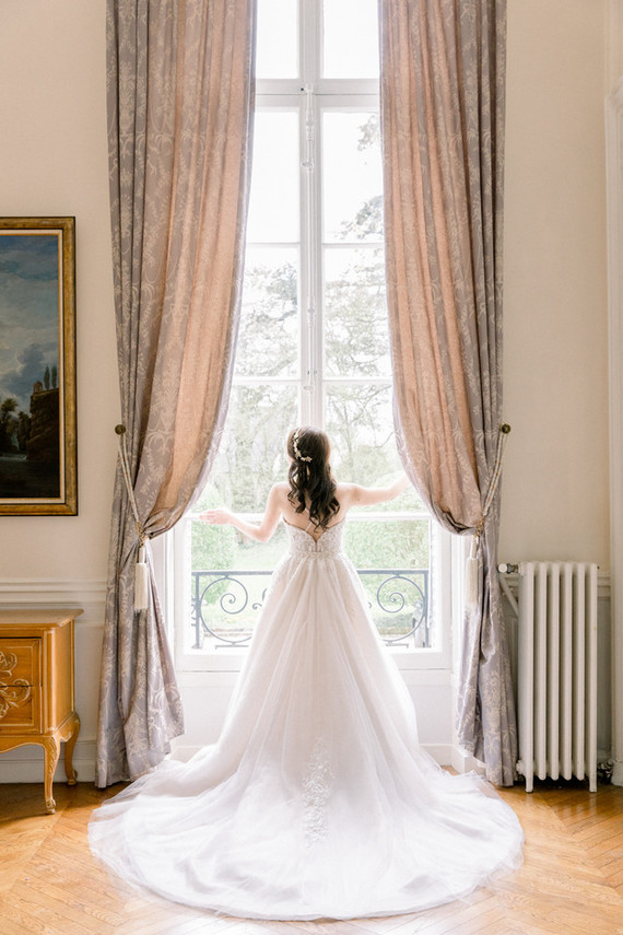 How to plan a Paris destination wedding at a French chateau