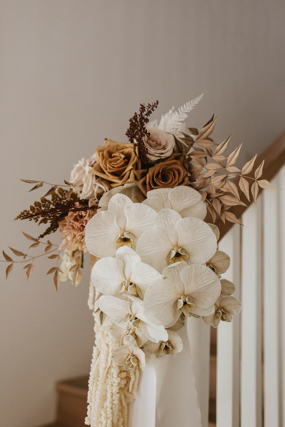 Earth tone wedding flowers