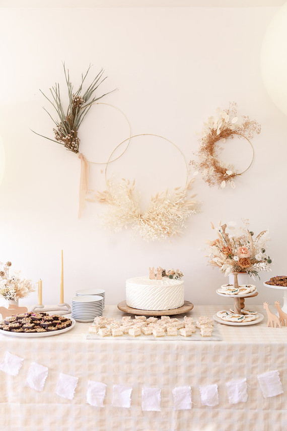 summer baby shower with dried florals