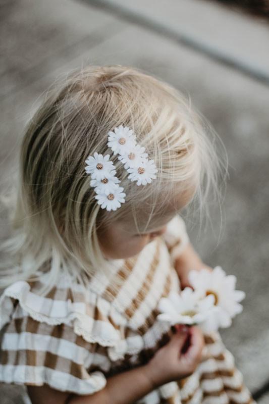 Daisy hair clips
