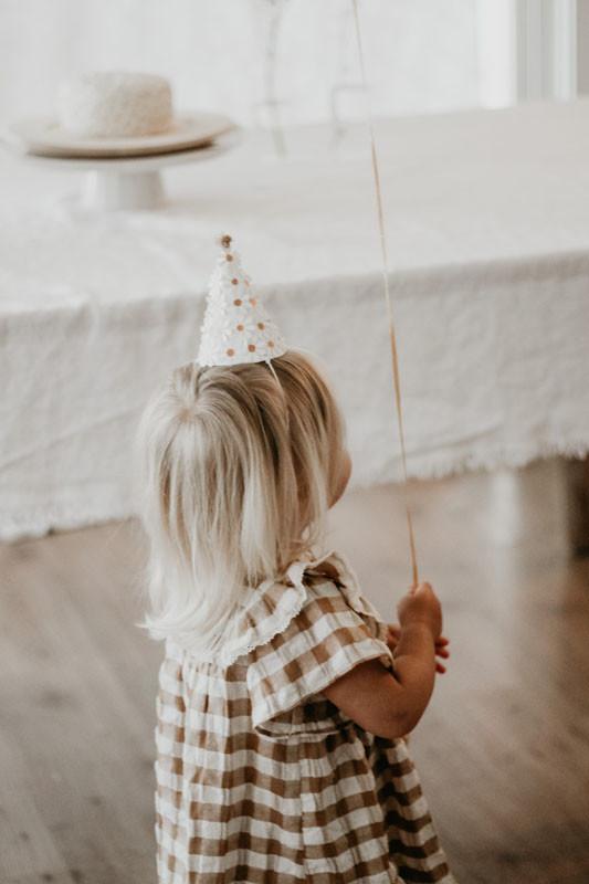 Daisy party hat