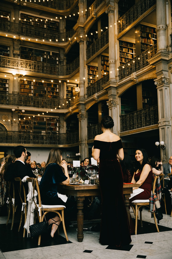 A wintery library wedding with the most magical reception / George Peabody Library
