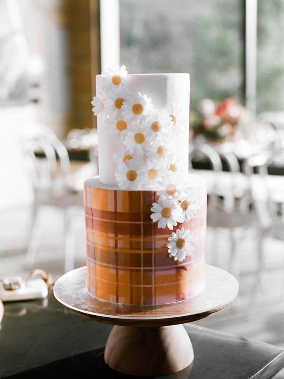 daisy floral cake