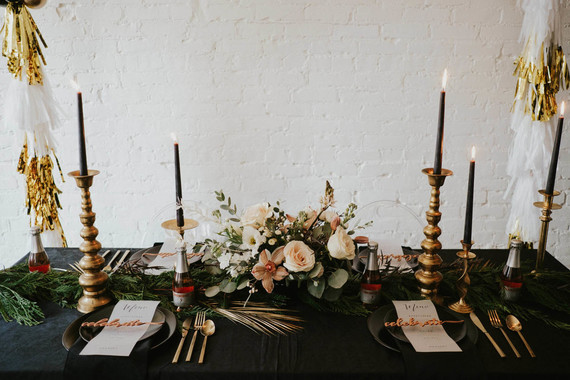 Black and gold sweetheart table