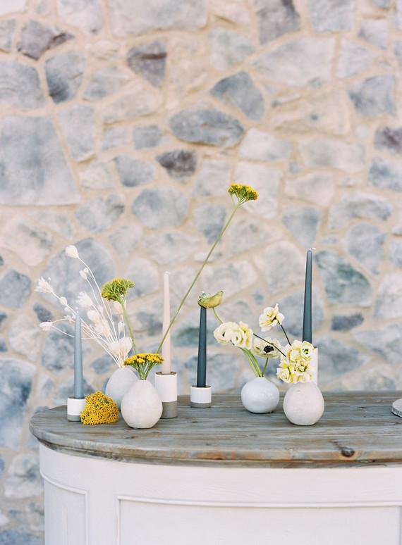 minimalist wedding flowers