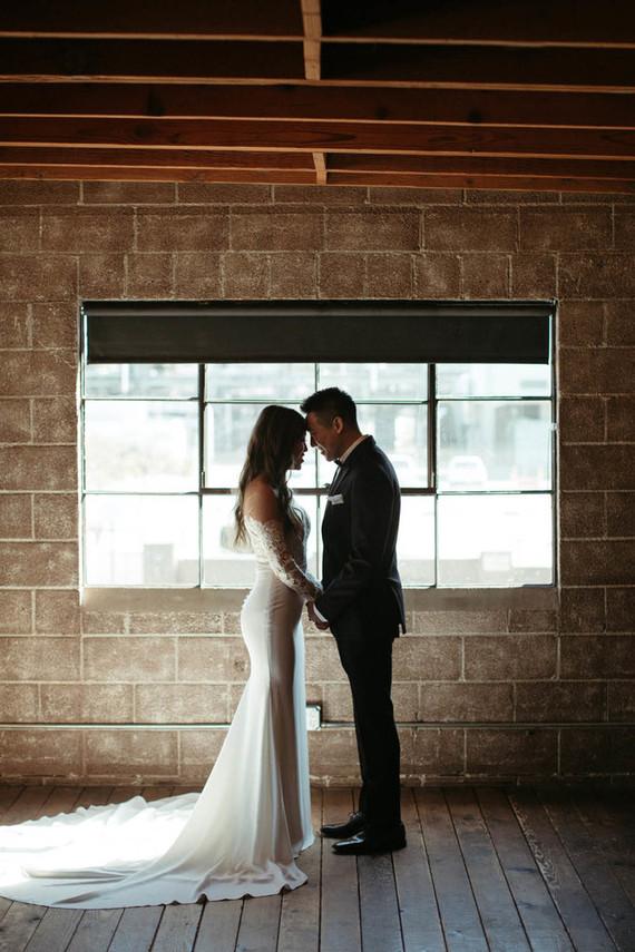 modern Smoky Hollows wedding