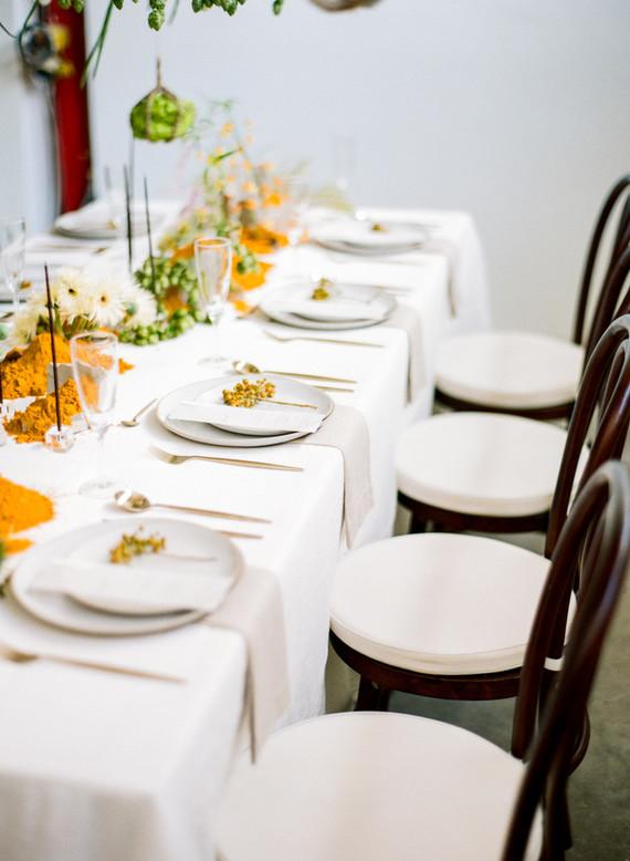 modern minimalist tablescape