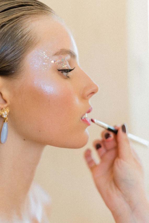 gliter eye makeup