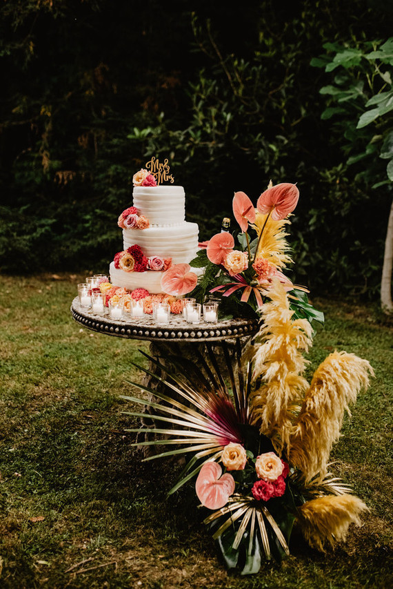 Tropical wedding cake table