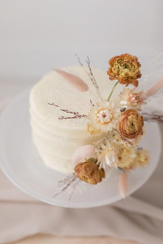 dried flower wedding cake