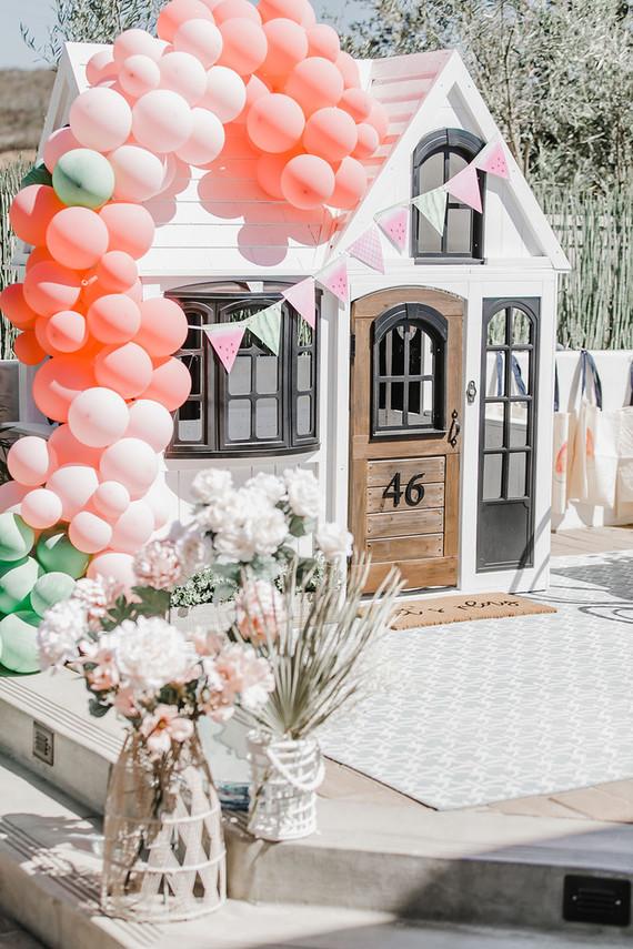 Custom cute playhouse ideas with balloons