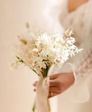 Simple dried floral bouquet