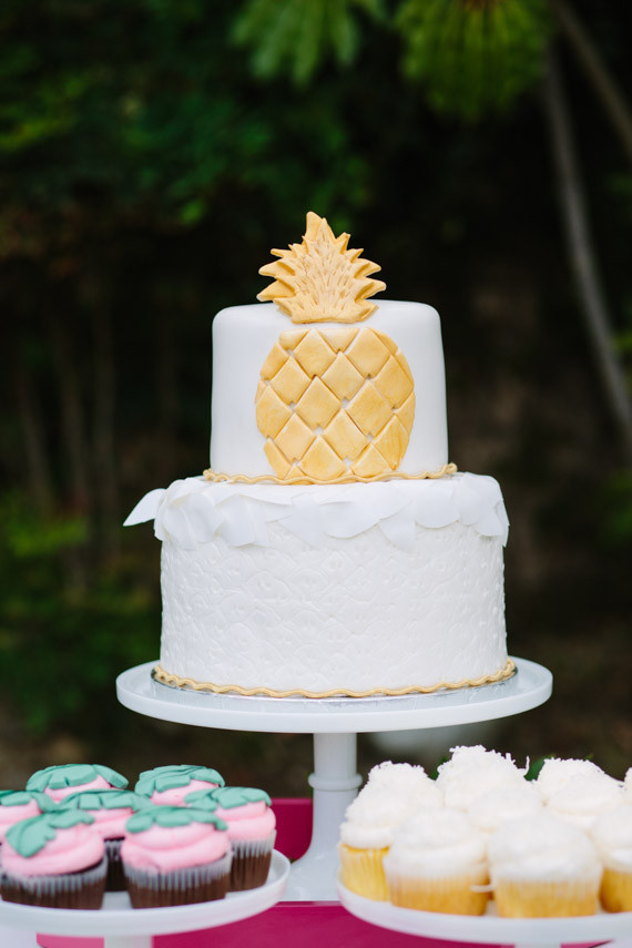 Pineapple Cake Wedding Amp Party Ideas 100 Layer Cake