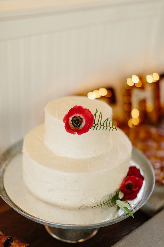 simple wedding cakes for 100 guests simple white wedding cake wedding amp ideas 100 20081